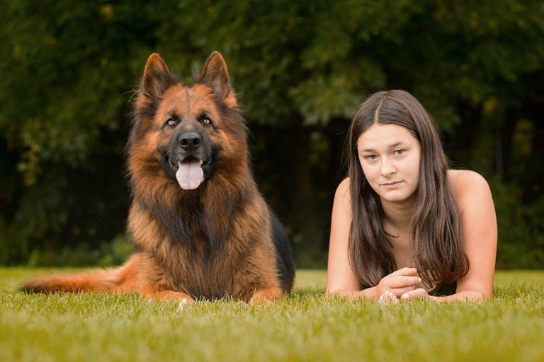 Langstokhaar herder Raoul en mijn dochter Lisa